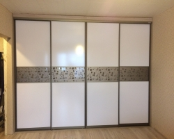 шкаф-купе в гостиную белый глянец